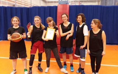 Wielki sukces koszykarek – obroniły tytuł mistrzyń Krakowa. III miejsce koszykarzy.